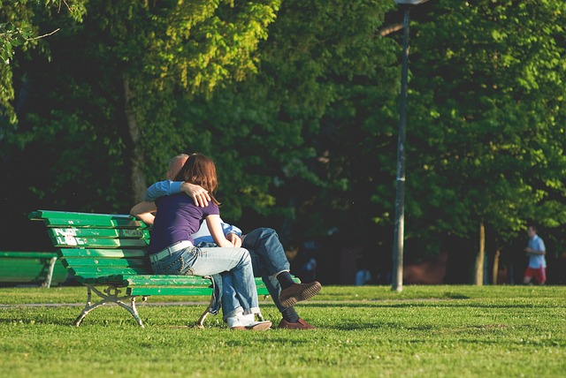 couple-276737_640